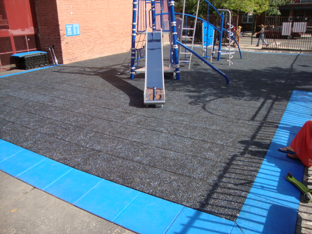 NYC School Playground using crumb rubber tile in Splash Design